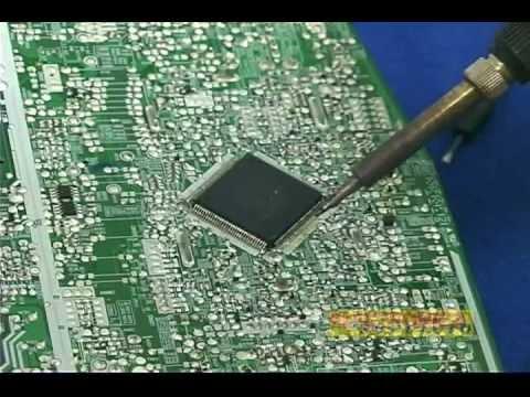 Retirando componentes de montaje superficial (SMD) en tarjetas de circuito impreso