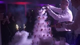 Šampano taurių piramidė Champagne Tower