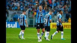 Gols - Grêmio 4 x 0 Atlético-PR - Copa do Brasil 2017Grêmio goleia Atlético-PR e fica perto da semifinal na Copa do BrasilFICHA TÉCNICAGRÊMIO 4 X 0 ATLÉTICO-PRLocal: Arena do Grêmio, em Porto Alegre (RS)Data: 28 de junho de 2017, quarta-feiraHorário: 19h30 (de Brasília)Árbitro: Flávio Rodrigues de Souza (SP)Assistentes: Rodrigo F. Henrique Correa (RJ) e Miguel Cataneo Ribeiro da Costa (SP)Público: 28.138Cartões Amarelos: Maicon (Grêmio), Deivid, Nikão, Wanderson, Carlos Alberto (Atlético-PR)Cartão Vermelho: Nikão (Atlético-PR)Gols: GRÊMIO: Lucas Barrios, aos 22 e aos 29, e Kannemann, aos 32, minutos do primeiro tempo; Everton, aos 41 minutos do segundo tempoGRÊMIO: Marcelo Grohe; Edílson, Pedro Geromel, Rafael Thyere, Bruno Cortez; Michel, Arthur (Lincoln), Ramiro, Luan, Pedro Rocha (Fernandinho); Lucas Barrios (Everton)Técnico: Renato PortaluppiATLÉTICO-PR: Weverton; Jonathan, Wanderson, Thiago Heleno e Sidcley; Otávio, Matheus Rossetto (Lucho González) e Deivid (Carlos Alberto); Nikão, Douglas Coutinho e Pablo (Matheus Anjos).Técnico: Eduardo BaptistaGols - Grêmio 4 x 0 Atlético-PR - Copa do Brasil 2017Gols - Grêmio 4 x 0 Atlético-PR - Copa do Brasil 2017Gols - Grêmio 4 x 0 Atlético-PR - Copa do Brasil 2017Gols - Grêmio 4 x 0 Atlético-PR - Copa do Brasil 2017Gols - Grêmio 4 x 0 Atlético-PR - Copa do Brasil 2017Gols Grêmio 4 x  0 Atlético-PR ,Grêmio 4 x  0 Atlético-PR gols,Grêmio 4 x  0 Atlético-PR lances,Grêmio 4 x  0 Atlético-PR 2017,Grêmio 4 x  0 Atlético-PR Copa do Brasil 2017,Grêmio x  Atlético-PR,Grêmio x Atlético-PR 2017,Grêmio x Atlético-PR Copa do brasil 2017