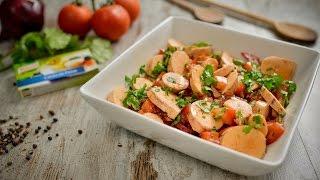 Coza as ovas em água com os cubos de caldo Knorr de peixe