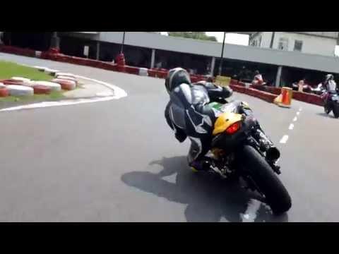 Ninja 250 Rocking a GO-KART TRACK!