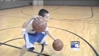 Video Enfant prodige du Basket à 12 ans seulement MP3, 3GP, MP4, WEBM, AVI, FLV Mei 2017