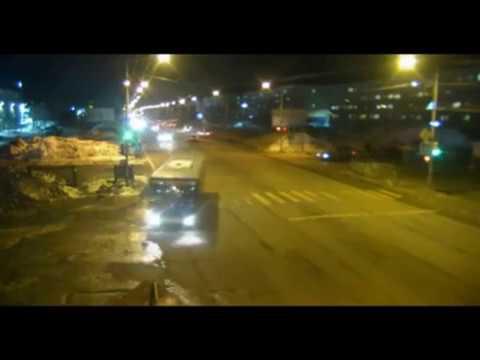 На Камчатке автобус протащил по дороге выпавшую женщину-инвалида, она скончалась