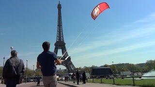 Kitesurf à Paris (dans la fontaine du Trocadéro)