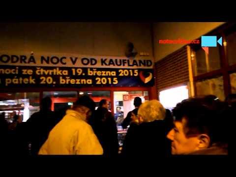 Čekání před otevřením Modrá noc v Kauflandu