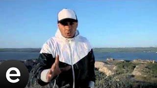 Download Lagu Bir Minik Mikrofon (Ceza) Official Video Mp3