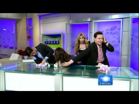 Jackie Guerrido Baby Game on ¡Despierta América! HD 2011/12/29; Blue dress