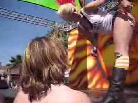 Dinah Shore 2007 (lesbian go-go dancers and other hotties)