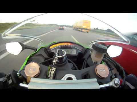 這才是真正的高速公路吧~時速299還看不到前面那台的車尾燈!