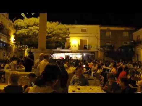 Cena popular en las Fiestas de Torrebaja (Valencia)