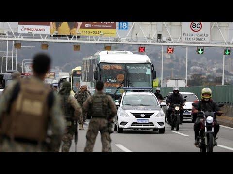 Brasilien: 37 Menschen in Bus festgehalten: Scharfschü ...