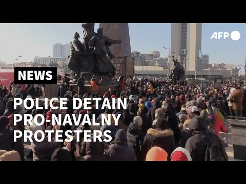 Police detain pro-Navalny protesters in far-eastern Russian city | AFP