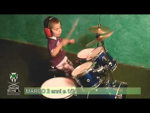 Marco Cantone 2 anni e mezzo batteria acustica