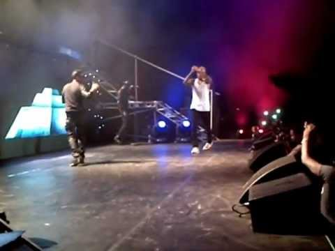 0 VIDEO :Chris Brown & Wizkid Live On Stage Doing The Azonto Dance