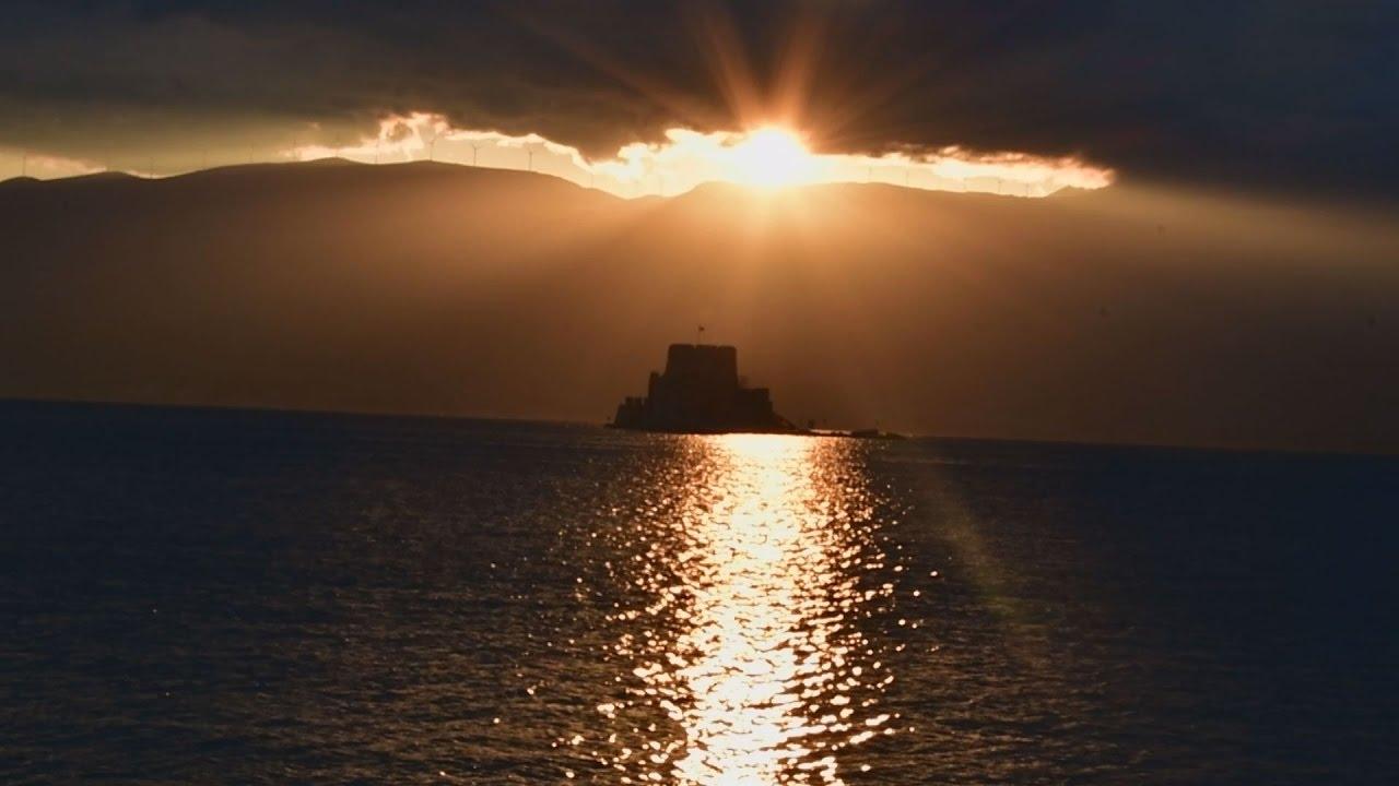 Κατακόκκινη η δύση του Ηλίου στο Ναύπλιο