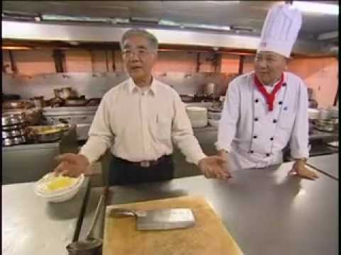 Cuisine - Tous les cinq ans, un grand concours national de cuisine chinoise se déroule pendant cinq jours à Pékin. Profitant de l'événement, ce documentaire a suivi de...