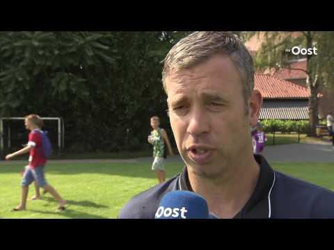 René Hake na FC Twente - Al-Taawoun