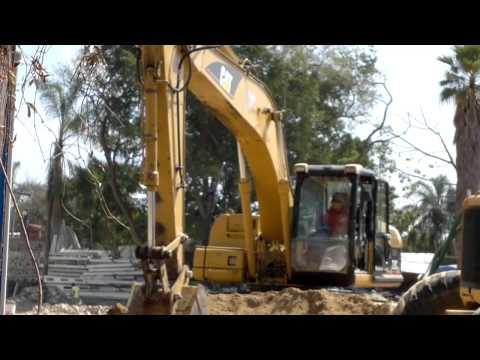 EXCAVADORA CAT - la excavadora CAT 320C L y la retroexcavadora CAT, trabajando en terreno aplanando y demostrando destresa para poder hacer su trabajo. la excavadora CAT 320 ...