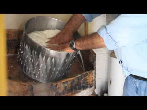 Η Παρασκευή της φέτας στην Ιθάκη από το ithacorama.com