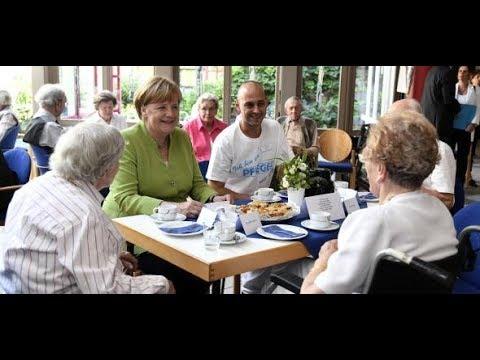 VERSPRECHEN EINGELÖST: Merkel besucht Altenheim und w ...