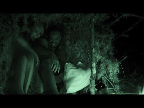 Awkward Naked Snuggling for Warmth | Naked and Afraid (видео)