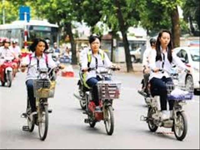 Dự thi tập thể ATGT- TTKT TH hướng nghiệp Lâm Đồng