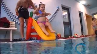 CRESCINACQUA: bimbi acquaticiti da 0 anni Video