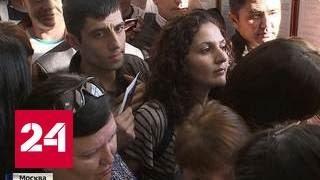 Все мечтают стать россиянами: кто наживается на очередях