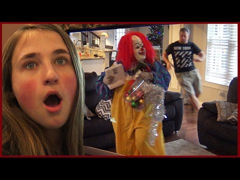 Video Police Arrest Scary Clown After Dad Tackles Him download in MP3, 3GP, MP4, WEBM, AVI, FLV January 2017