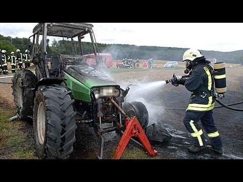 Ober-Ense: Traktor und Kornfeld in Flammen