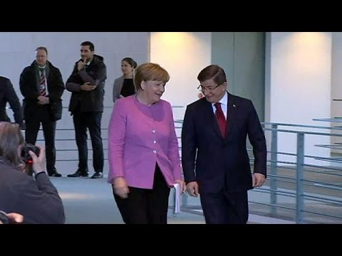 Συνάντηση Μέρκελ-Νταβούτογλου: Δέσμευση της Άγκυρας για έλεγχο των μεταναστευτικών ροών