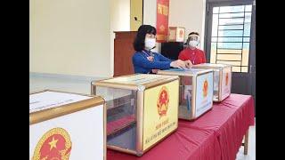 Phó Chủ tịch Thường trực HĐND, Phó Chủ tịch Ủy ban bầu cử tỉnh Trịnh Thị Minh Thanh dự khai mạc bầu cử tại TP Uông Bí