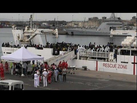 Το «Ντιτσιότι» έδεσε στην Κατάνη, όμως οι πρόσφυγες δεν μπορούν να αποβιβαστούν…