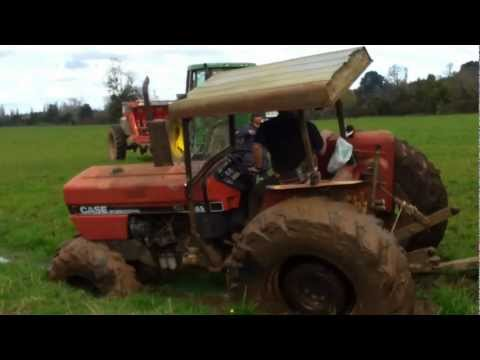 Video Tractor enterrado download in MP3, 3GP, MP4, WEBM, AVI, FLV January 2017