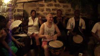 Drumming thursdays pt 1 Gwo Ka + danseurs.