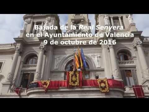 Bajada de la Real Senyera en el Ayuntamiento de Valencia