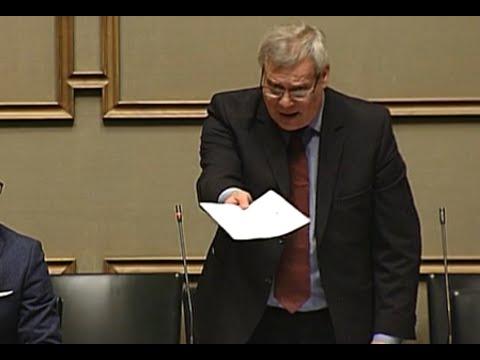 Timo Soini pääsee Antti Rinteen ihon alle tekijä: Commander Cool