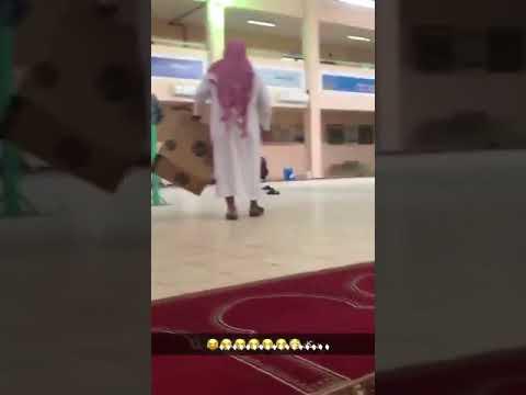 العرب اليوم - شاهد: مدرسة تشغل طلابها بملاحقة الدجاج