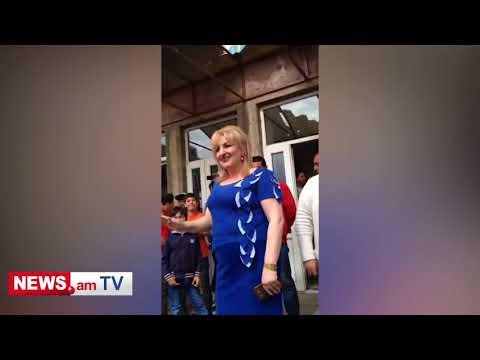 Աշակերտների բողոքի ակցիան Բաղրամյան գյուղի դպրոցի բակում. տնօրենը հրաժարական տվեց - DomaVideo.Ru