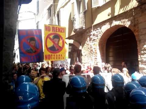 Renzi in Città Alta, protestano i centri sociali