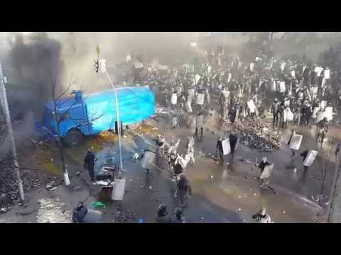 Атака Беркута на углу Институтской и Шелковичной 18.02.2014 (видео)