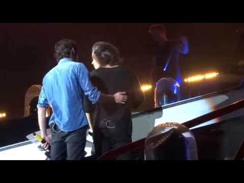 One Direction – Moments – FRONT ROW Pasadena 13-Sept-14 HD