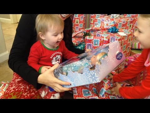 CHRISTMAS MORNING 2014 | OPENING PRESENTS | WHAT I GOT FOR CHRISTMAS!