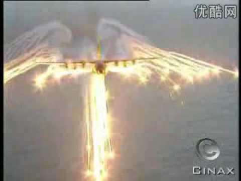 難得一見的場景,砲艇機施放熱焰彈!