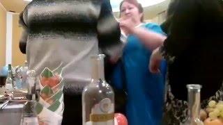 Gruba patologiczna impreza! Pijany ojciec bije pannę młodą na weselu!