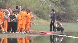 Video Shaolin monk runs atop water for 118 meters MP3, 3GP, MP4, WEBM, AVI, FLV November 2018