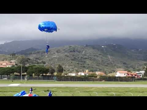 I paracadutisti dell'Esercito in azione all'Elba