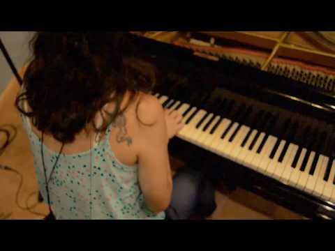 Paula Shocron - Los Vínculos (Trailer) online metal music video by PAULA SHOCRÓN