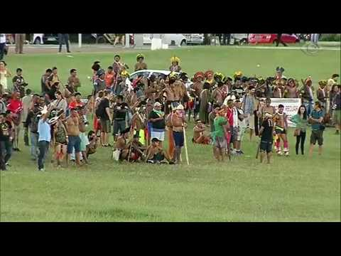 PM e índios entram em confronto em Brasília