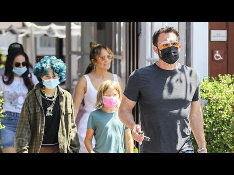 Ben Affleck And Jennifer Lopez Are The New Brady Bunch!